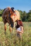 Rapariga e cavalo fotografia de stock royalty free