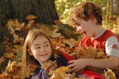 Rapariga e menino felizes Imagens de Stock