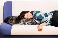 Rapariga e seu cão imagens de stock royalty free