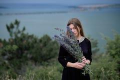 Rapariga em um vestido preto Foto de Stock Royalty Free