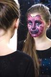 Menina em uma composição cor-de-rosa da pantera Imagem de Stock