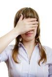 A rapariga fecha seus olhos Fotos de Stock