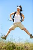 A rapariga feliz salta Fotos de Stock
