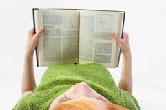 A rapariga leu o livro no branco Foto de Stock Royalty Free