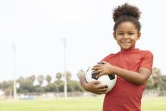 Rapariga na equipa de futebol fotografia de stock