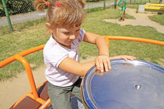 Rapariga no campo de jogos Foto de Stock Royalty Free