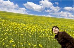 Rapariga no campo do verão Foto de Stock Royalty Free