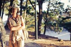 Rapariga no chapéu que olha a câmera Fotografia de Stock Royalty Free