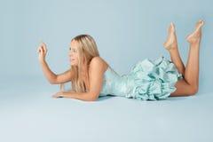 Rapariga no vestido de esfera azul. Fotografia de Stock Royalty Free