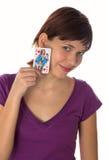 A rapariga prende um cartão de jogo Fotos de Stock Royalty Free