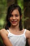 Rapariga que caminha nas madeiras Fotografia de Stock Royalty Free