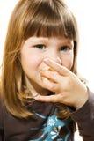 Rapariga que come uma filhós Imagens de Stock