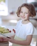 Rapariga que guardara a faca na cozinha Imagens de Stock Royalty Free
