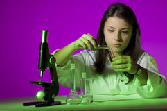 Rapariga que joga o químico Foto de Stock Royalty Free