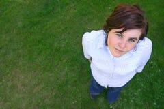 Rapariga que olha acima fotografia de stock