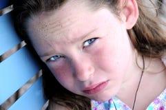 Rapariga que olha quente e tired imagens de stock