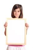 Rapariga que prende uma bandeira branca Fotografia de Stock