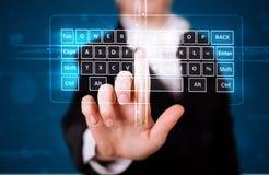 Menina que pressiona o tipo virtual de teclado Fotografia de Stock Royalty Free