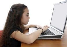 Rapariga que trabalha no portátil Imagem de Stock Royalty Free