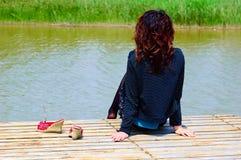 A rapariga relaxa Imagem de Stock