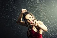Rapariga sob uma chuva Foto de Stock Royalty Free