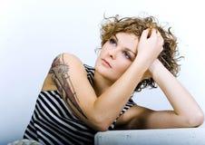 Rapariga triste em uma camisa descascada Imagens de Stock Royalty Free