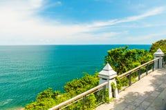 Rapaz Koh Viewpoint Olhe para fora o lado do oceano Koh Samui, Tailândia foto de stock