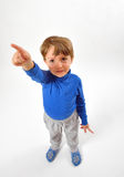 Rapaz pequeno alegre que aponta acima Fotografia de Stock