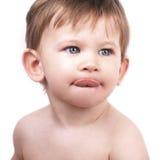 Rapaz pequeno bonito, lingüeta para fora Fotografia de Stock Royalty Free