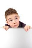 Rapaz pequeno bonito no azul ao lado de seu la da matriz Fotografia de Stock