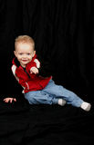 Rapaz pequeno bonito no preto Imagem de Stock Royalty Free