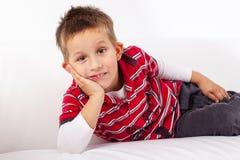 Rapaz pequeno brincalhão Imagem de Stock