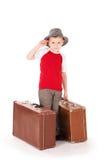 rapaz pequeno com as duas malas de viagem da estrada. Fotos de Stock