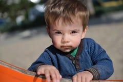 Rapaz pequeno com boca arenosa fotografia de stock royalty free