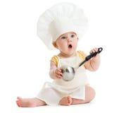 Rapaz pequeno com a concha do metal e o chapéu do cozinheiro isolados Imagens de Stock Royalty Free