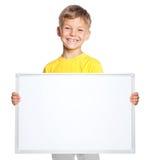 Rapaz pequeno com espaço em branco branco Foto de Stock Royalty Free