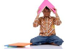 Rapaz pequeno com livro Fotos de Stock Royalty Free