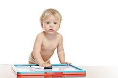 Rapaz pequeno com mesa da tração Imagem de Stock