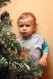 Rapaz pequeno com olhar suspeitoso Imagem de Stock Royalty Free
