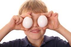 Rapaz pequeno com olhos do ovo Imagem de Stock Royalty Free