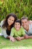 Rapaz pequeno com seus pais que encontram-se para baixo Imagem de Stock Royalty Free