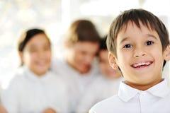 Rapaz pequeno com sua família Imagem de Stock Royalty Free
