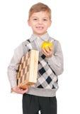 Rapaz pequeno com tabuleiro de xadrez imagem de stock royalty free