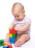Rapaz pequeno com tijolos do edifício Fotografia de Stock Royalty Free