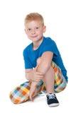 Rapaz pequeno considerável em uma camisa azul Imagens de Stock Royalty Free