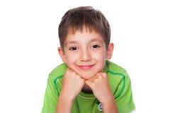 Rapaz pequeno de sorriso no t-shirt verde Imagem de Stock