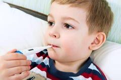 Rapaz pequeno doente Fotografia de Stock