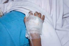 Rapaz pequeno doente em um hospital IV Fotografia de Stock Royalty Free