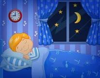Rapaz pequeno dos desenhos animados que dorme na cama Fotos de Stock Royalty Free
