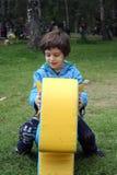 Rapaz pequeno em um cavalo do brinquedo Fotos de Stock
